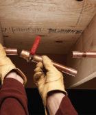 Cómo arreglar un tubo de cobre en caso de una pequeña fuga 2