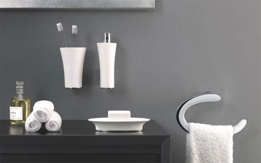 Colocar accesorios en el baño 1
