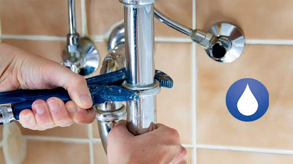 Cubre el seguro del hogar a un fontanero
